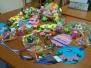 Preparazione dei lavoretti per il mercatino di Pasqua